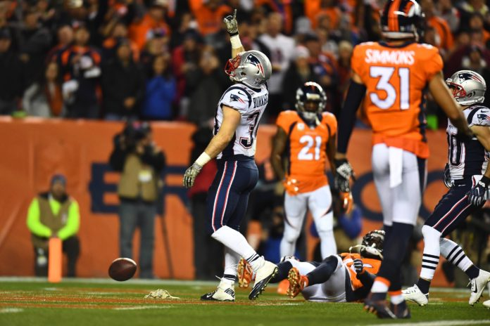 QB Tom Brady and RB Dion Lewis win AFC awards