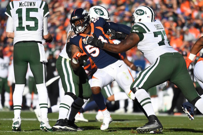 McCown breaks left hand in Jets' 23-0 loss to Broncos