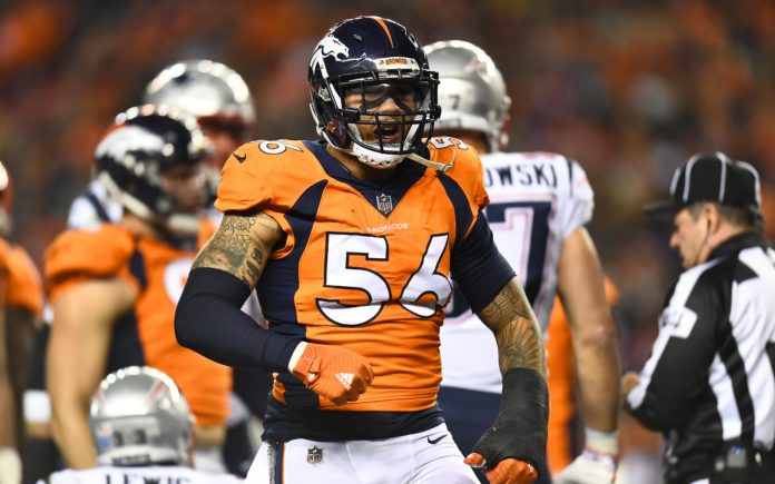 Shane Ray, in Nov. 2017, with his wrist heavily wrapped. Credit: Ron Chenoy, USA TODAY Sports.