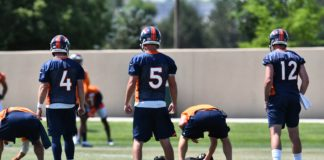 Case Keenum (4) and Paxton Lynch (12) take snaps at Broncos OTAs. Credit: Ron Chenoy, USA TODAY Sports.