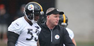 Mike Munchak, coaching up Maurkice Pouncey. Credit: Charles LeClaire, USA TODAY Sports.