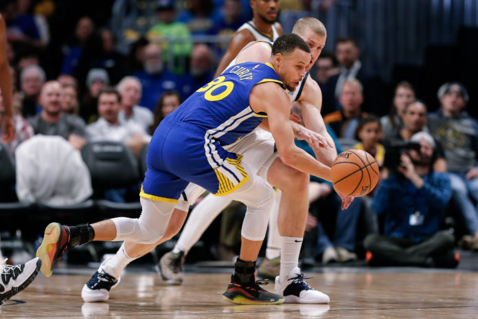 Warriors score NBA-record 51 in 1st quarter to crush Nuggets
