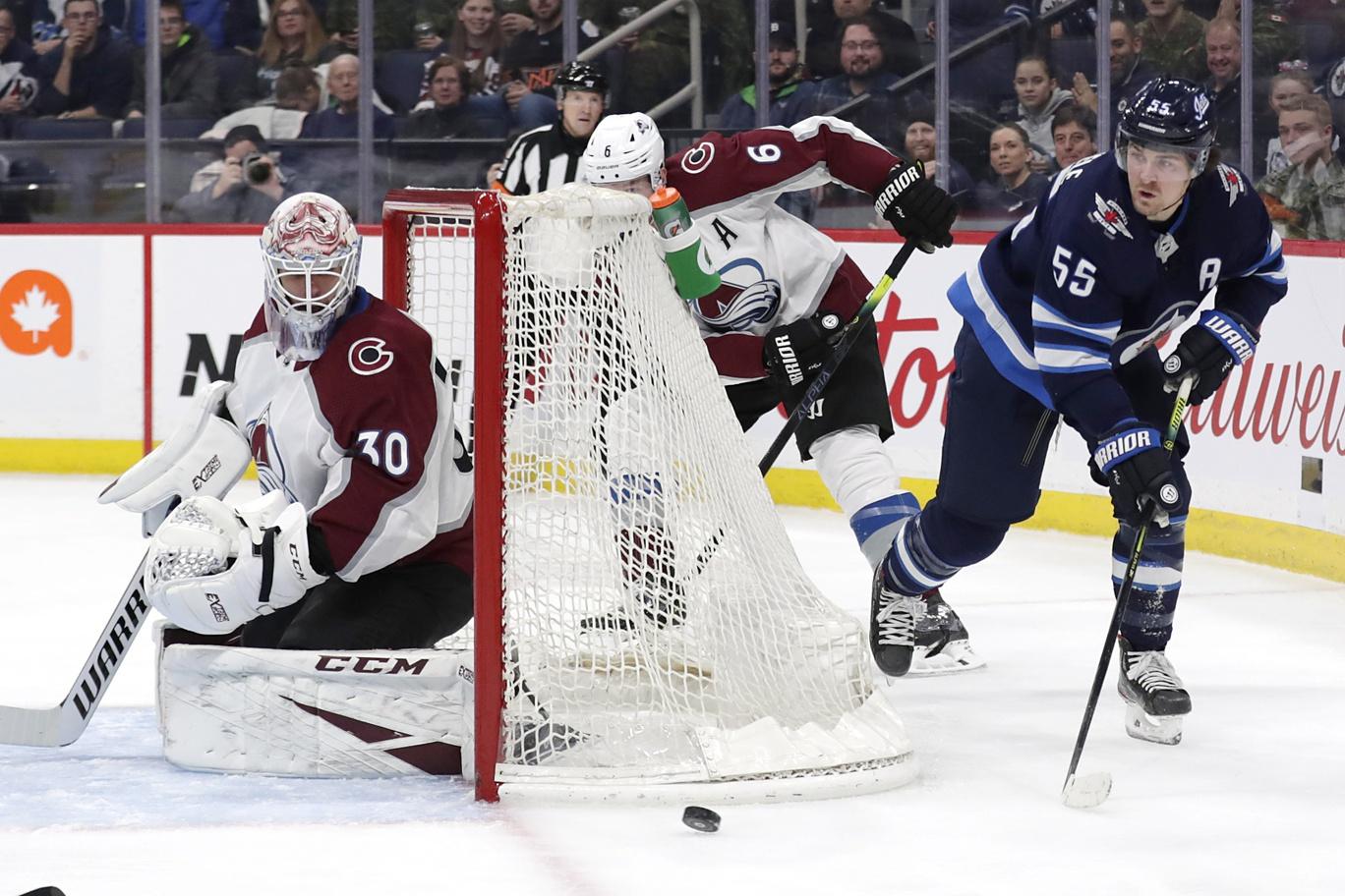 MacKinnon leads Avalanche to 4-0 win vs