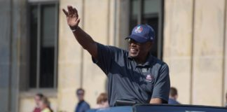 Floyd Little waves to the crowd at the 2018 Pro Football Hall of Fame parade. Credit: Kirby Lee, USA TODAY Sports.