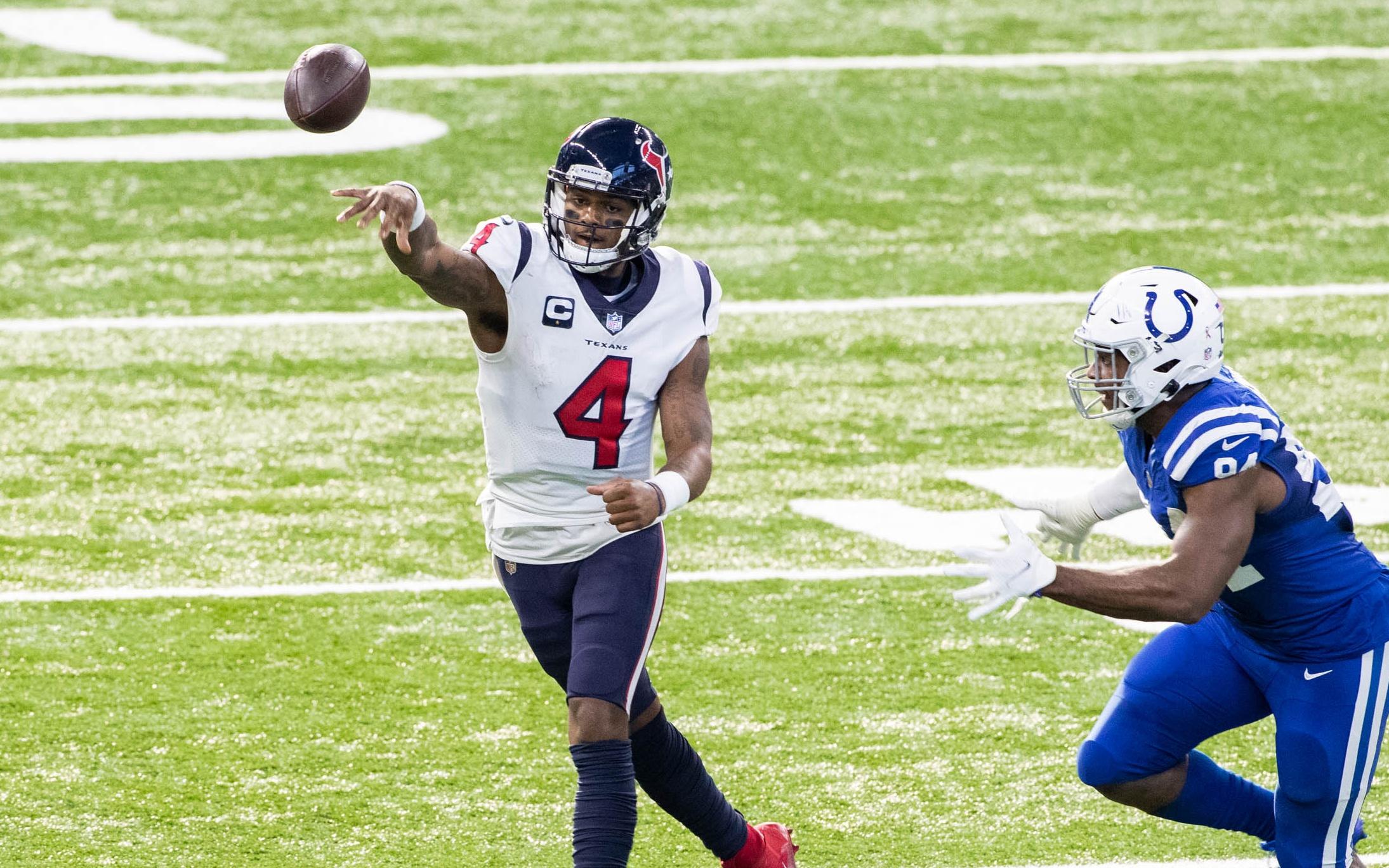 Deshaun Watson throws on the run. Credit: Trevor Ruszkowski, USA TODAY Sports.