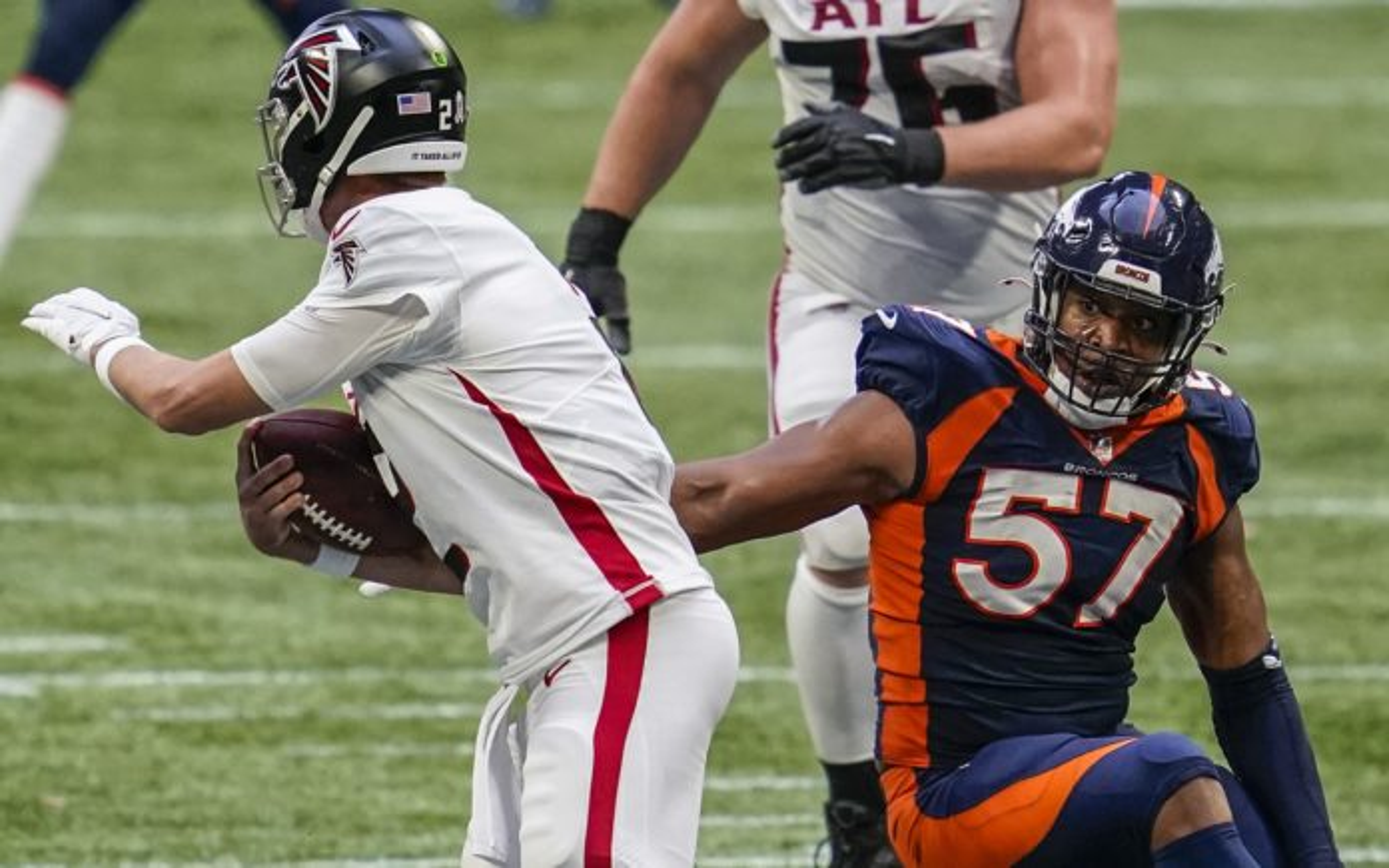 DeMarcus Walker misses a tackle on Matt Ryan. Credit: Dale Zanine, USA TODAY Sports.